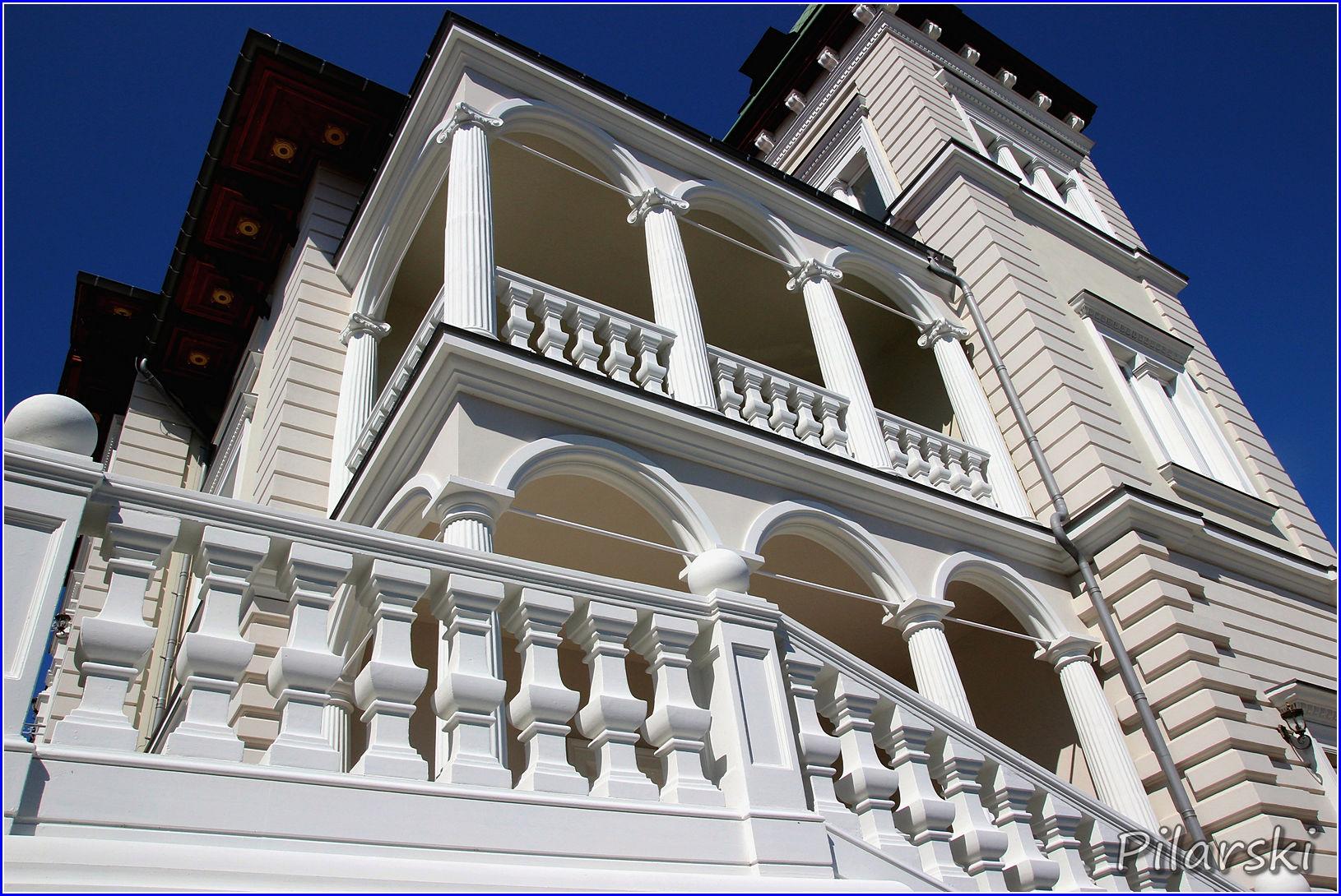 Pałac Lacon w majowej scenerii